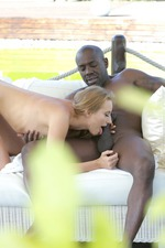 Kiki Cyrus Takes An Anal Creampie Outside 05
