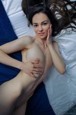 Round Assed Teen Verona Nude In Bed 01