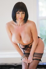 Veronica Avluv Flashes Her Body 14