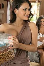Vanessa Veracruz, Abigail Mac And Natasha Voya - Here Comes The Bride 01