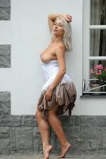 Ella Gets Nude Outside 07