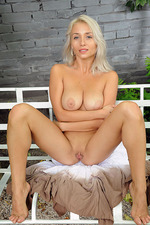 Ella Gets Nude Outside 12