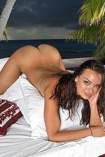 Renee Diaz Spreading Outdoors 14