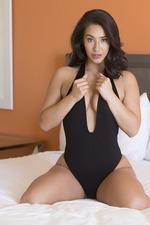 Beauty Eva Lovia Poses Naked 00