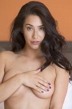Beauty Eva Lovia Poses Naked 01