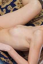 Leanisa Poses Naked On The Couch 08