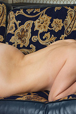 Leanisa Poses Naked On The Couch 12
