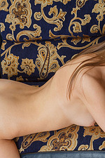 Leanisa Poses Naked On The Couch 14