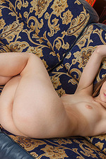 Leanisa Poses Naked On The Couch 17