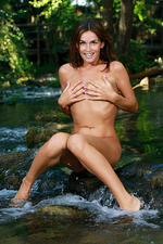 Fernanda Poses Naked In The Forest 10