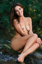 Fernanda Poses Naked In The Forest 14