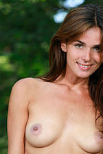 Fernanda Poses Naked In The Forest 16