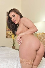 Gracie Glam Gets Nailed On The Bed In Nude Stockings 15