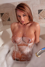 Nikki Sims In The Bathtub 13