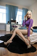 Foxy Gorgeous Skinny Blonde 01
