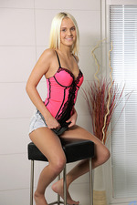 Joleyn Burst Horny Blonde 00