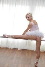 Petite Ballerina Elsa 00