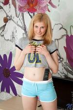 Blonde Babe 01