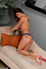 Nikki Sims Strips Off Her Jeans 06