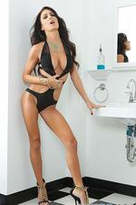 Jessica Jaymes Gets Naked 01