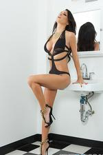Jessica Jaymes Gets Naked 03