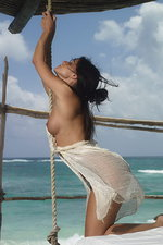 Curvy Melissa is naked by the sea 00