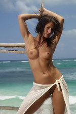 Curvy Melissa is naked by the sea 12