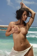 Curvy Melissa is naked by the sea 14