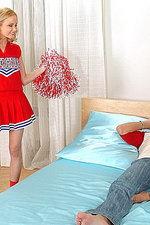 Cheerleader Nika's deepthroat 00