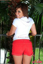 Layla shows off her knockout body 05