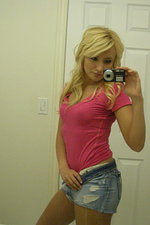 Horny girlfriend selfshot pictures in bath 00