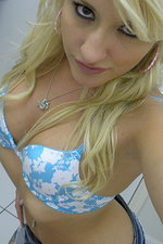 Horny girlfriend selfshot pictures in bath 01