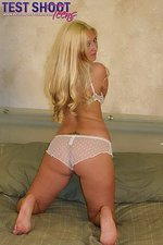 Amateur teen takes off her white bra  03
