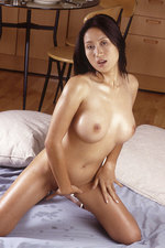 Oiled Thai babe 04