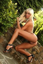 Nataly Blond - Brick steps 10