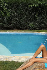 Bikini babe Anita 01