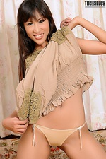 Suzie Lee exposing her big nipples 06