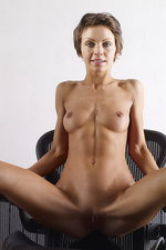 Olena - The aeron chair 01