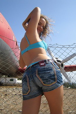 Teen amateur babe outdoor pics 00