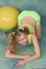 Busty chick in green spandex 04