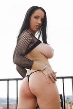 Laura - Roofer 00