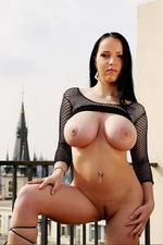 Laura - Roofer 09