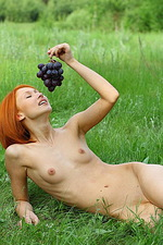 Juline - Grapes 10