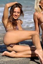 Bikini girls 04
