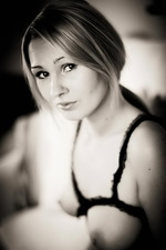 Antonia Black & White 12