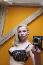 Busty blonde babe selfpics gallery 01