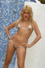 Daring bikini babe 02
