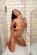 Bailey under shower 06