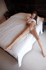 White bed 02