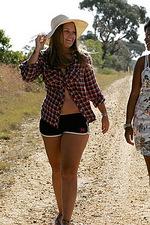 Livia & Nailah - Country Road 00
